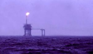 04_North_Sea_oil_rig_May_1975