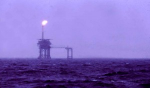 04_North_Sea_oil_rig_May_1975
