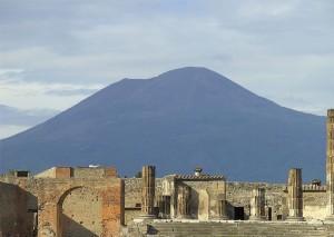 1280px-Pompei_und_Vesuv