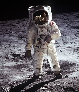 512px-Apollo_Moonwalk2