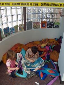 512px-Children_reading_by_David_Shankbone