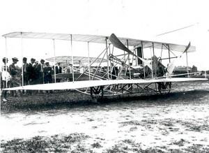 512px-Wright_Flyer_Test_Flights_at_Fort_Myer,_VA_-_GPN-2002-000124