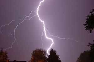 640px-Night_lightning_2006-06