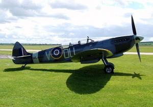 Two_seater_Spitfire_Mk.IX,_Duxford_Military_Vehicles_Day_and_MAFVA_Nationals_2012._(7416447034)